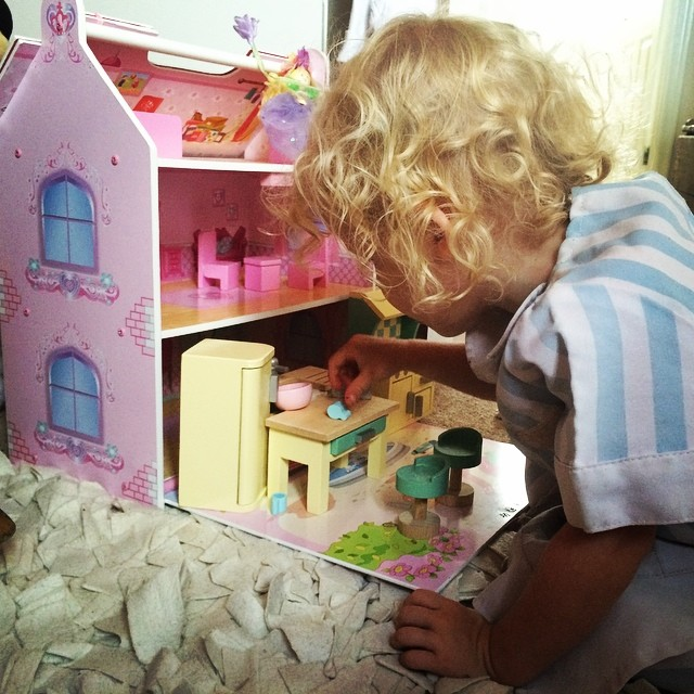She loves playing with her kitchen... The princess and the fairy have come to tea #fairy #toddler #letoyvan