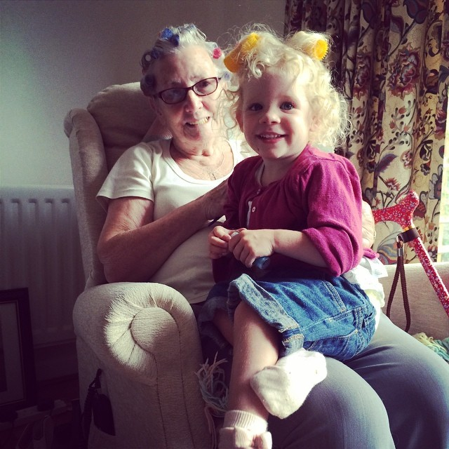 Isla likes copying great grandma, it's curler time ?