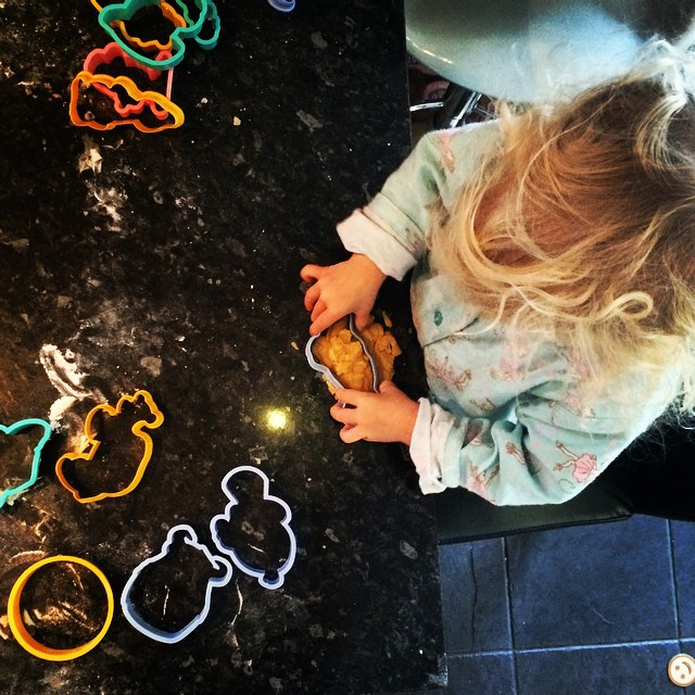 Cookie cutting makes toddlers happy #baking #sunday #cutter #cookie #toddler #family #lifeskills