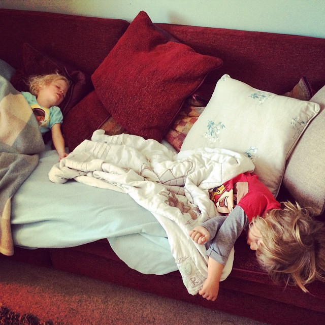 And this, kids, is what happens after lunch when you wake up at unearthly hours!!! #toddlers #tired #sleep #snooze