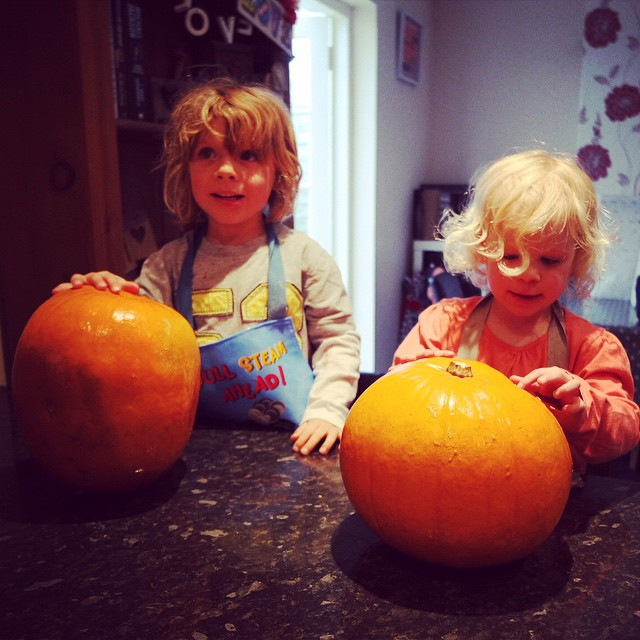 We had fun making our #pumpkins this afternoon #Halloween #toddlers #craftyconstants #lifeskills
