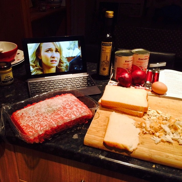How do you #cook? #netflix on my #asust100t, cookbook firmly open and lots of space... #spaghettiandmeatballs #nomnom