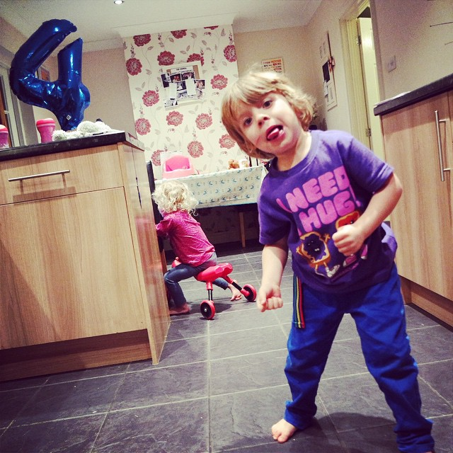 Noah's showing off his dance moves... They both love dancing and prancing around! ? #toddlers #dancing