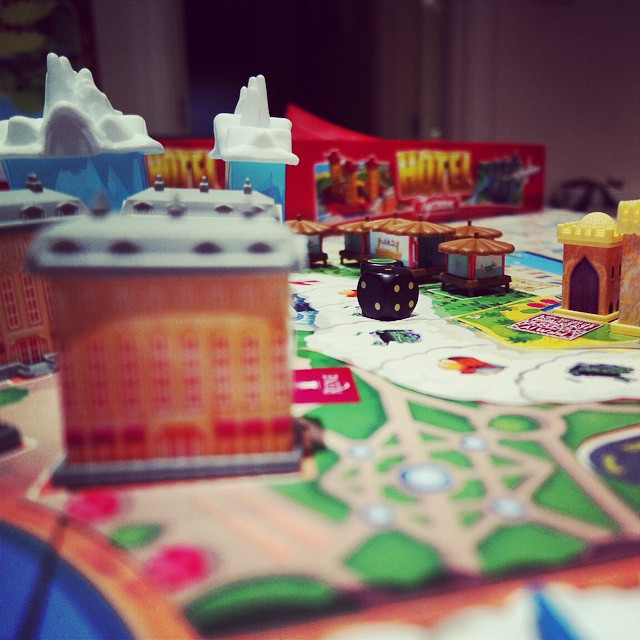 Hotel Tycoon review today: a great twist on monopoly and great fun! #boardgame #review #hoteltycoon