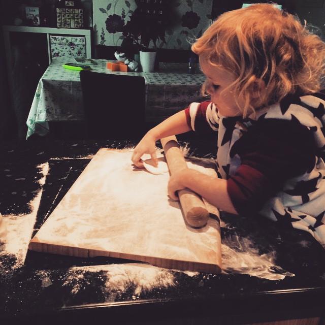 Someone's helping me ice the #christmascake #toddler #baking #lifeskills