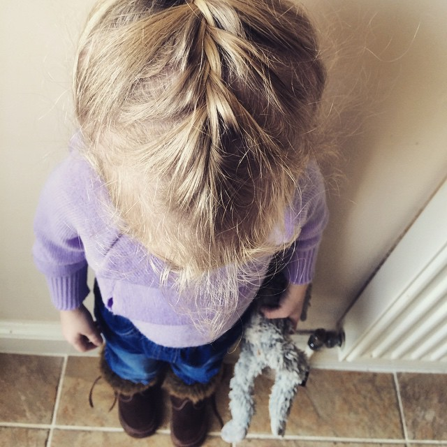 Look at my hair mummy! Love the amazement. Funny how I did it and yet she still shows it off to me. #proud #hair #moment ?