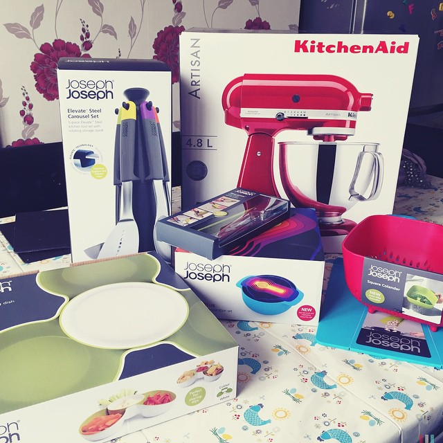 Oh my goodness!! I think I've just cried over this delivery. I cannot wait to finish work and get baking!! Hurry up 6pm ? #baking #kitchenaid #dreamcometrue #josephjoseph #happy #mummy